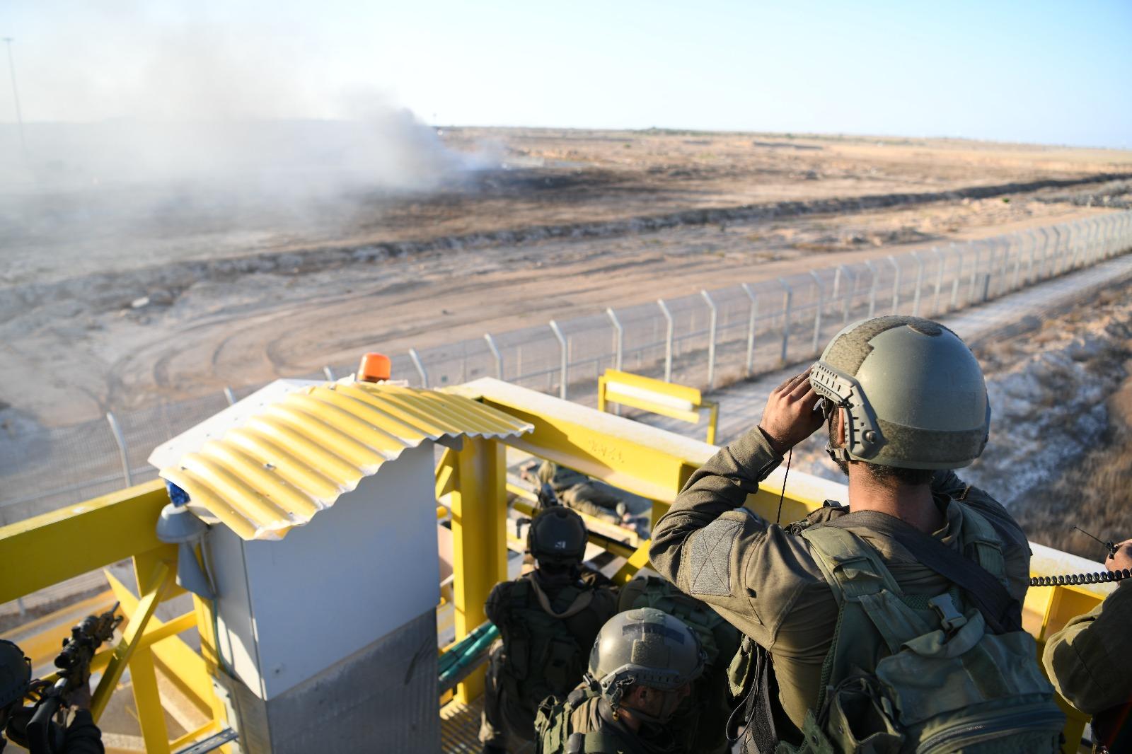 חיילים מתצפתים