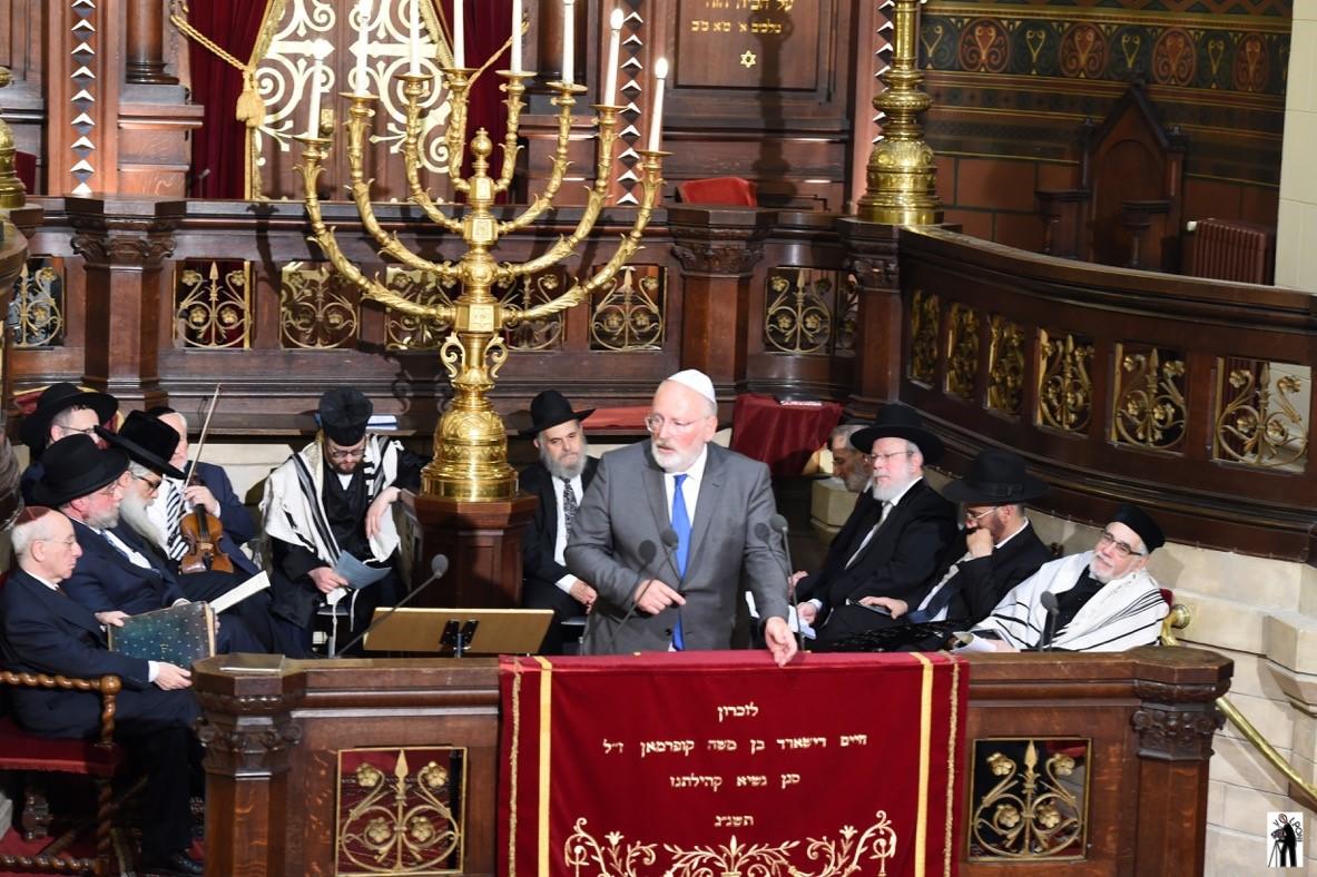 סגן נשיא הנציבות האירופית פרנס טימרמנס נושא דברים בטקס. צילום סטודיו וולפוני בריסל