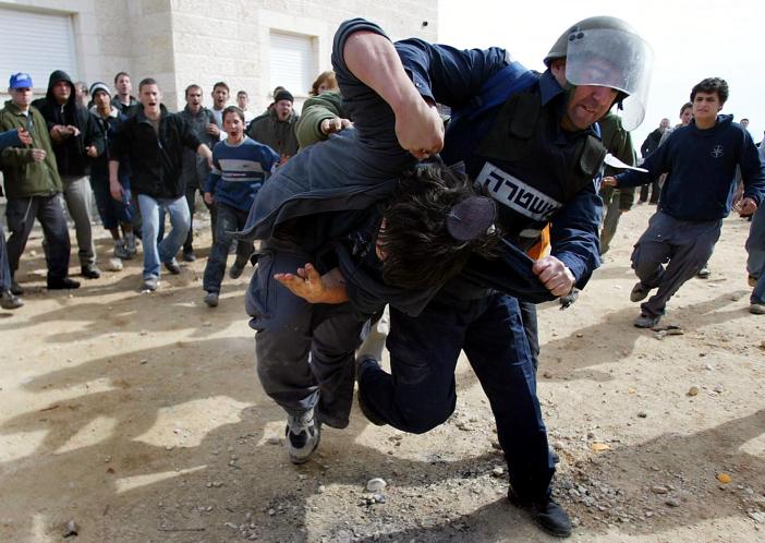 אלימות שוטרים בפינוי עמונה • אילוסטרציה