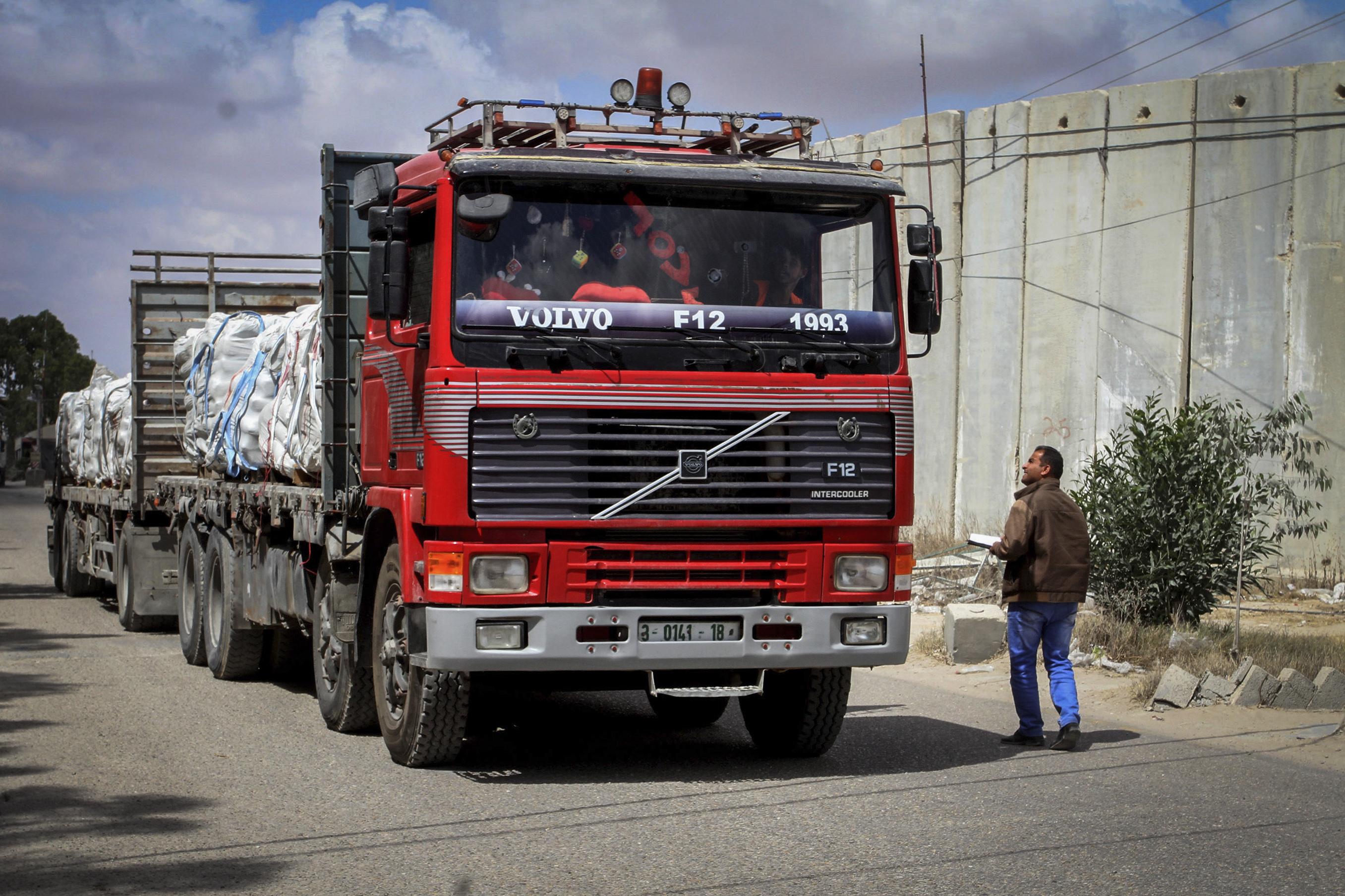 משאית במעבר כרם שלום • אילוסטרציה