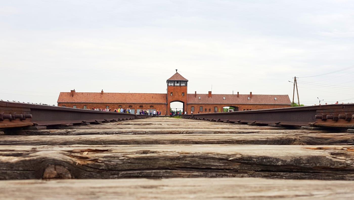 אושוויץ בירקנאו