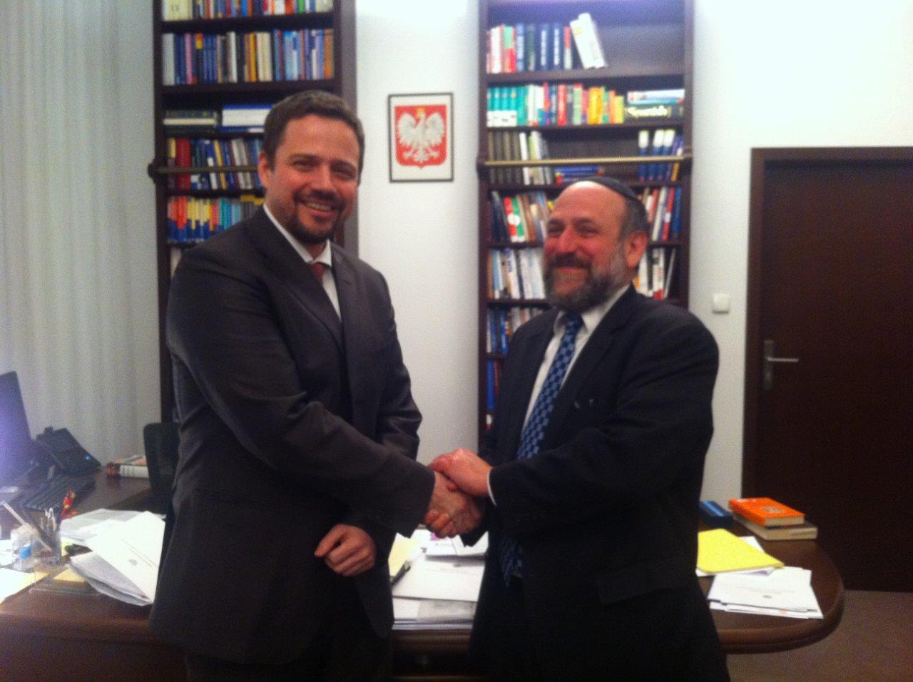 הרב שודריך ושר האדמניסטרציה החדש הממונה על הדתות זורצביצקי במפגש בפולין