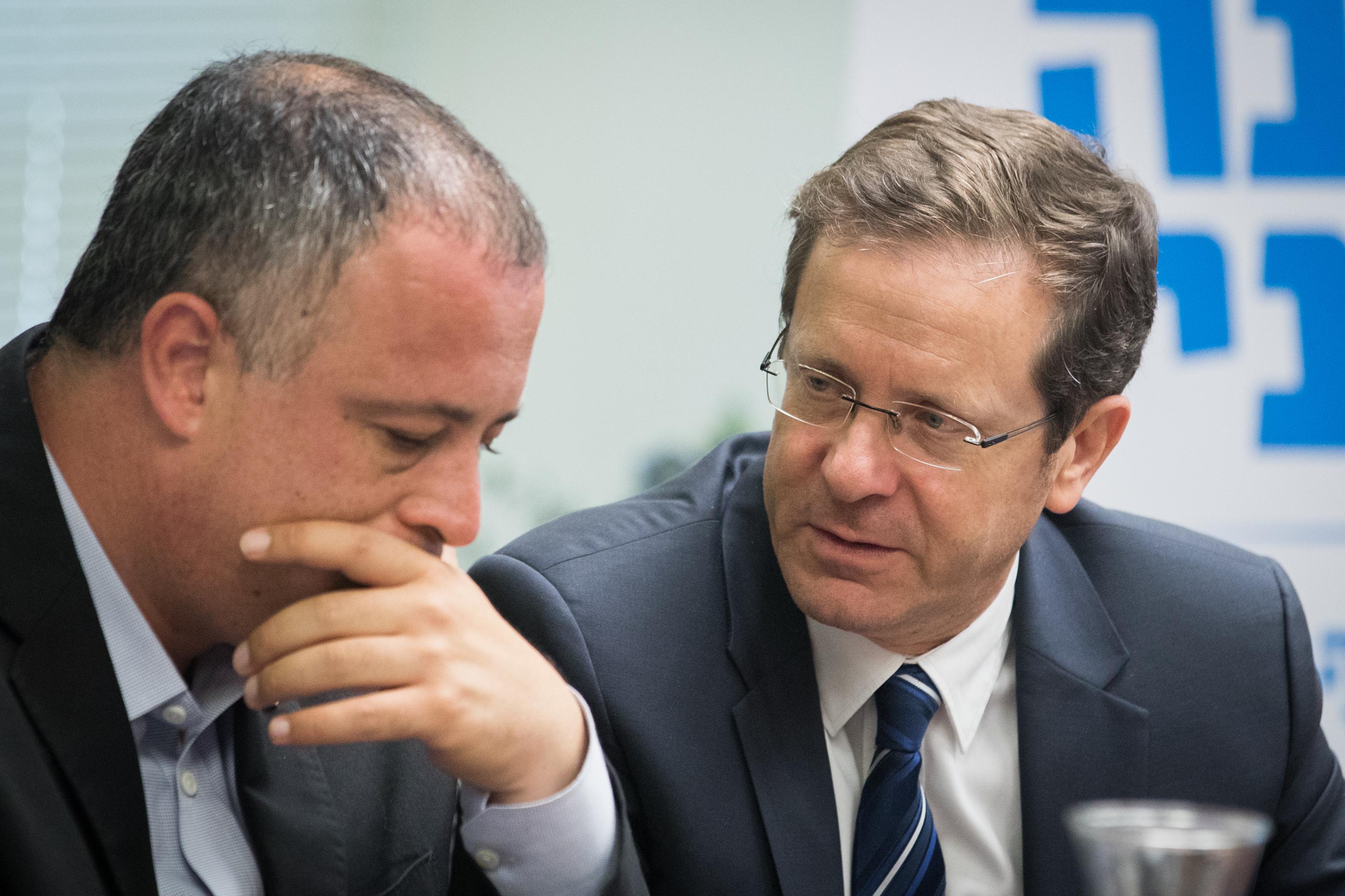 מזכיר המפלגה חיליק בר הודיע על ההשעייה. צילום פלאש 90
