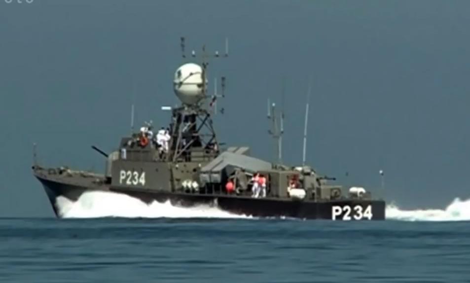 ספינת טילים איראנית במיצרי הורמוז