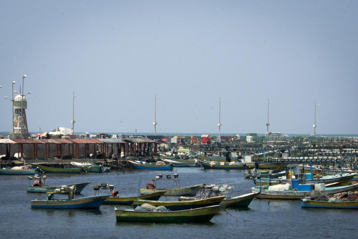 מנסים צעדה בצורה שונה. סירות דייגים בחוף עזה