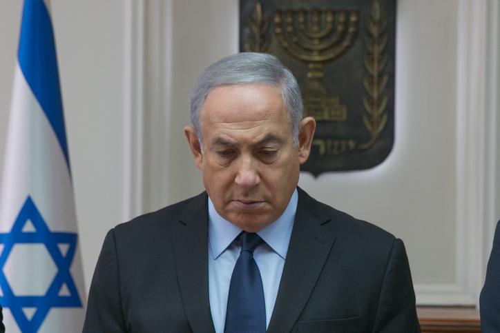 נתניהו בדקת הדומייה, לזכר הנרצחים בבית הכנסת, במהלך ישיבת הממשלה