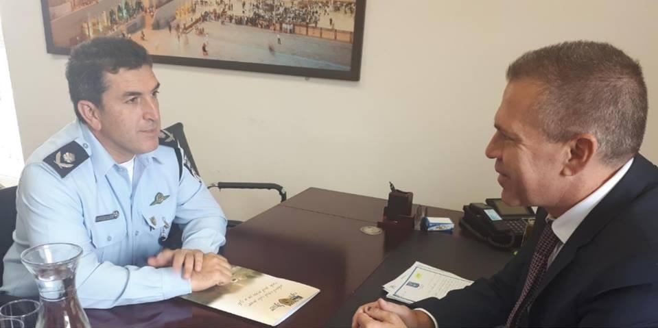 השר בראיון עם מפקד מחוז ירושלים צ'יקו אדרי
