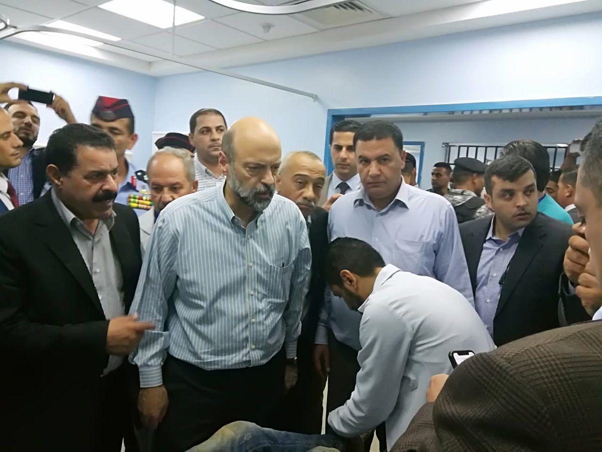 ראש ממשלת ירדן מבקר את הפצועים