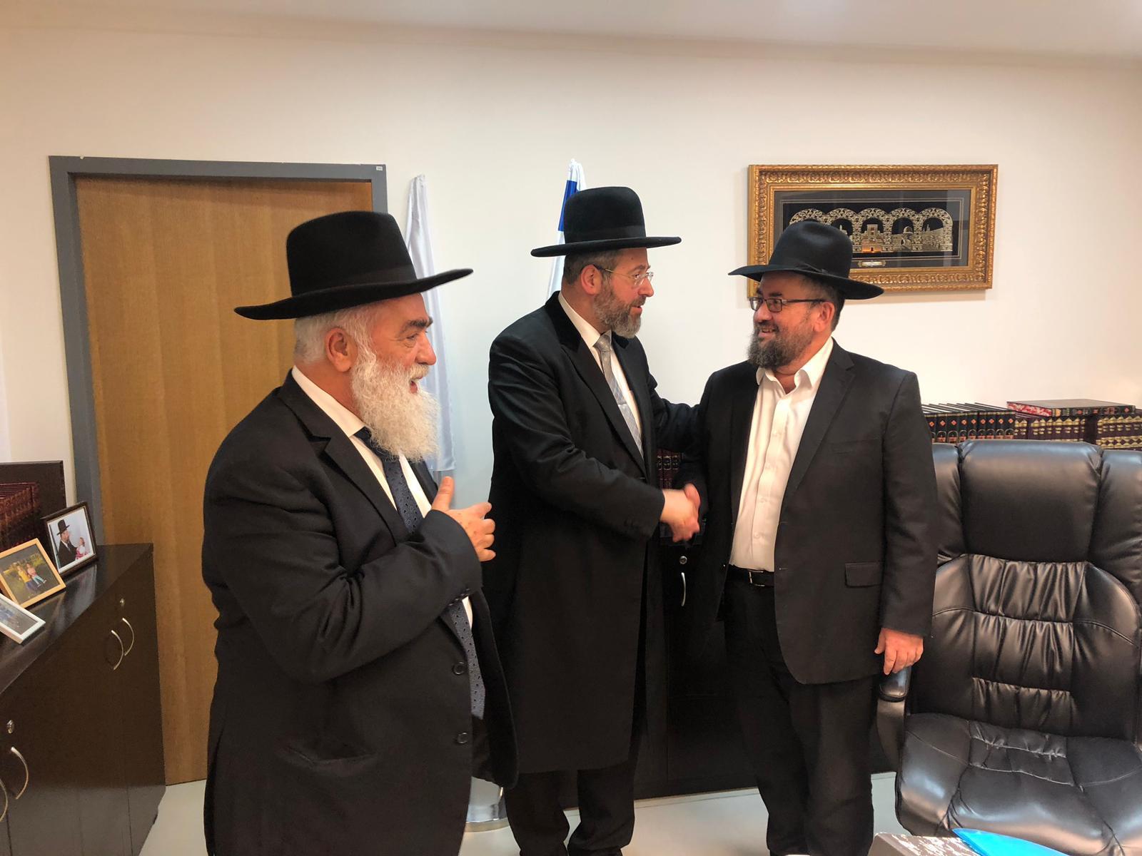 הרב הראשי עם הרב פרץ משמאל הרב ולר מימין