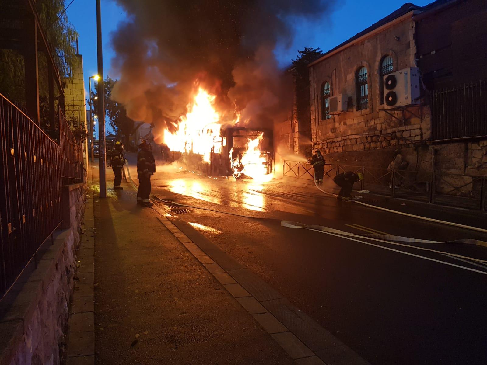 אוטובוס עלה באש