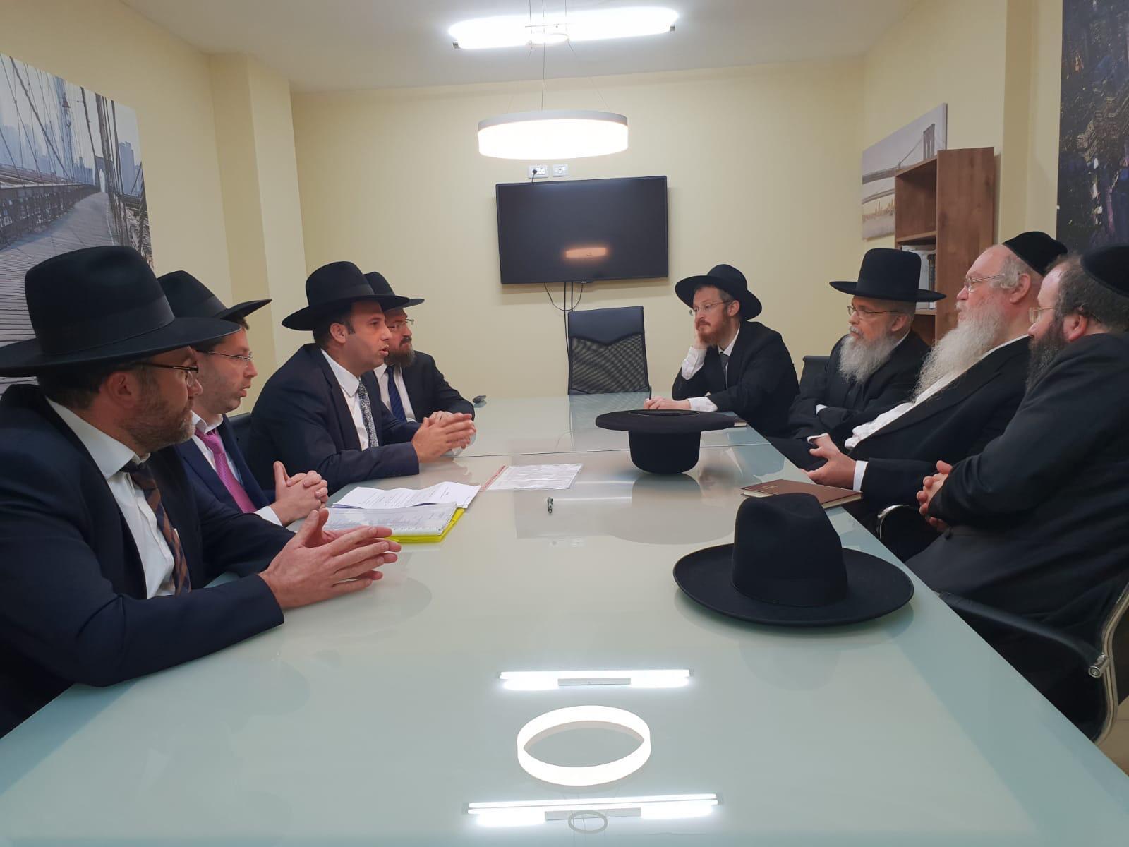 הרבנים והנציגים