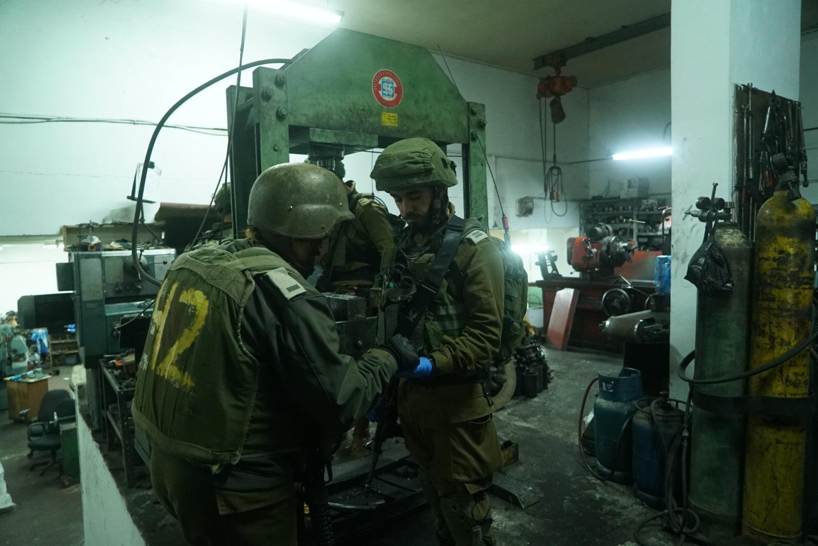 חיילים מחרטה נשק