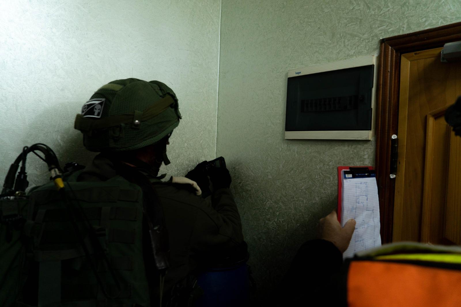 חייל בבית המחבל
