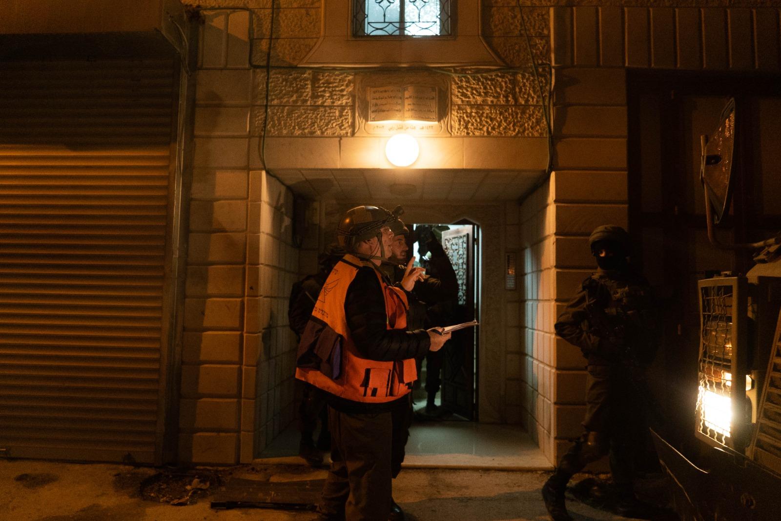"""לוחמים וצוותי הנדסה בפתח בית המחבל ימ""""ש"""