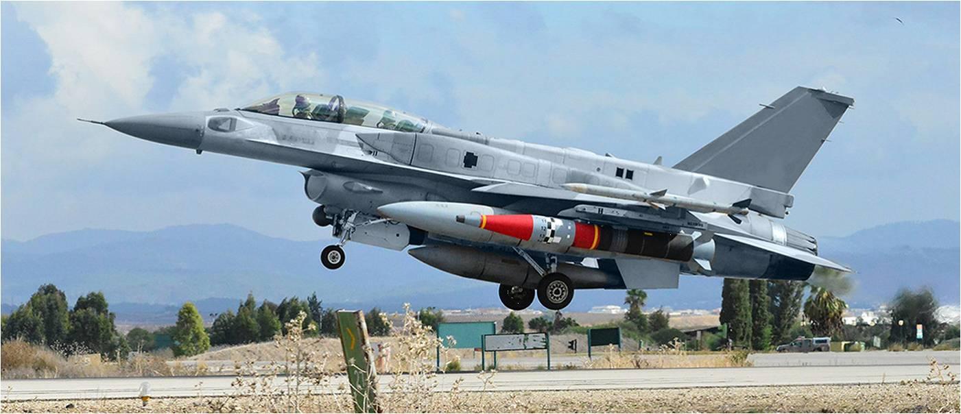 רוקס על גבי מטוס קרב