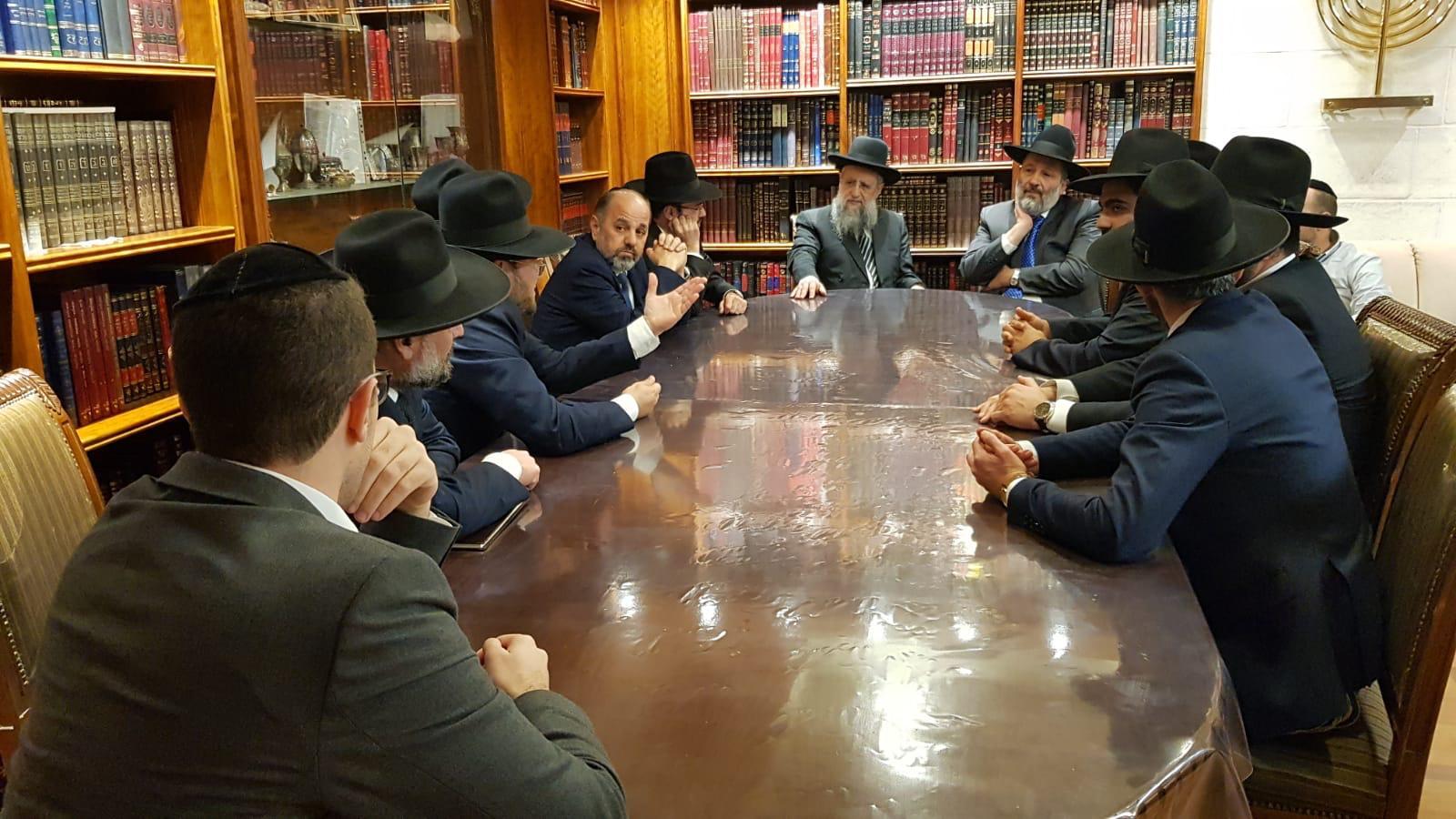 """הגר""""ד בפגישה עם הנציגים"""
