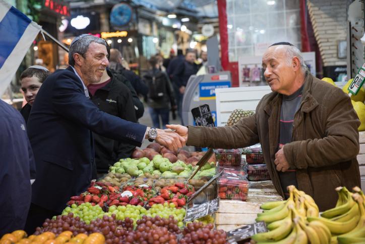 הרב רפי פרץ בשוק מחנה יהודה