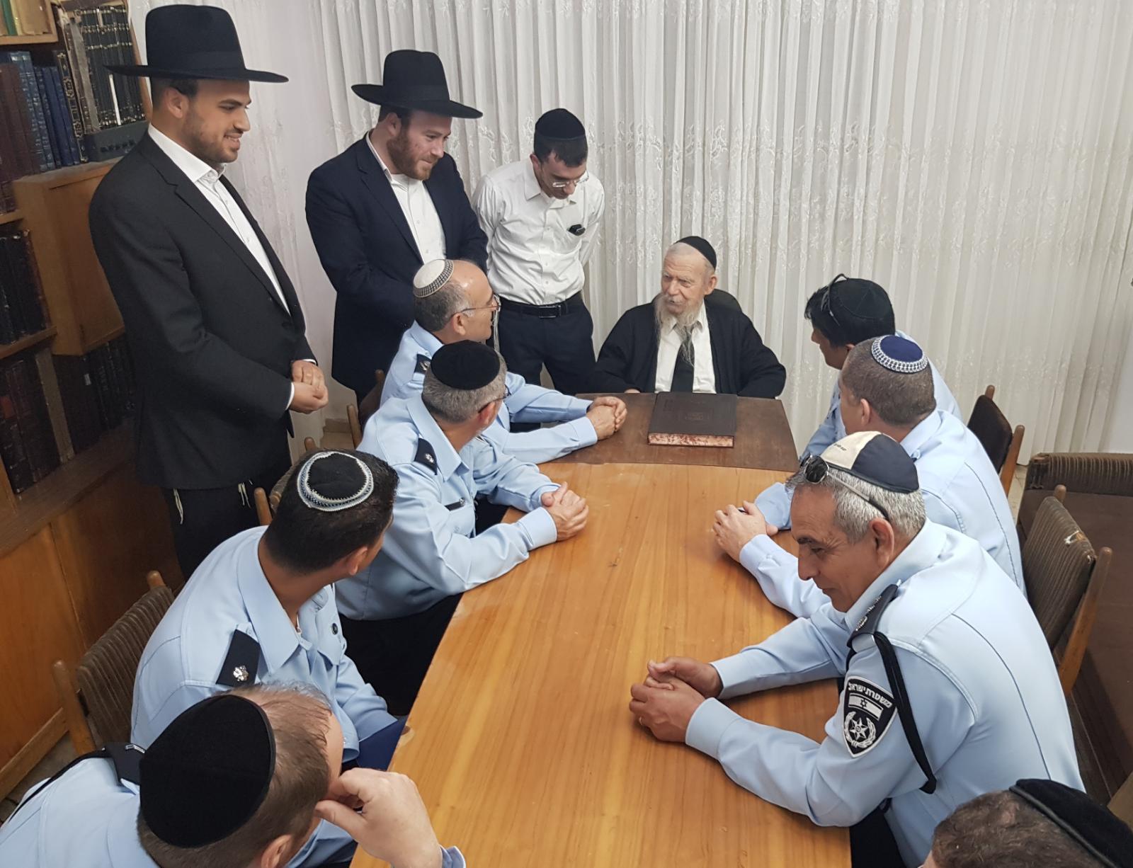 משטרה ברכה הרב אדלשטיין