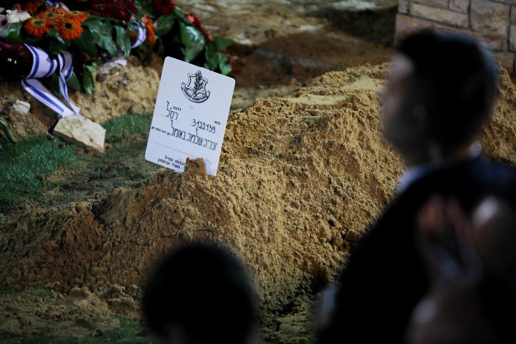 """קברו הטרי של זכריה באומל ז""""ל"""