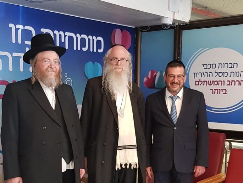 בתמונה: הרב גבריאל פפנהיים, והרב אהרן היילברון  בבית ההחלמה טלזסטון