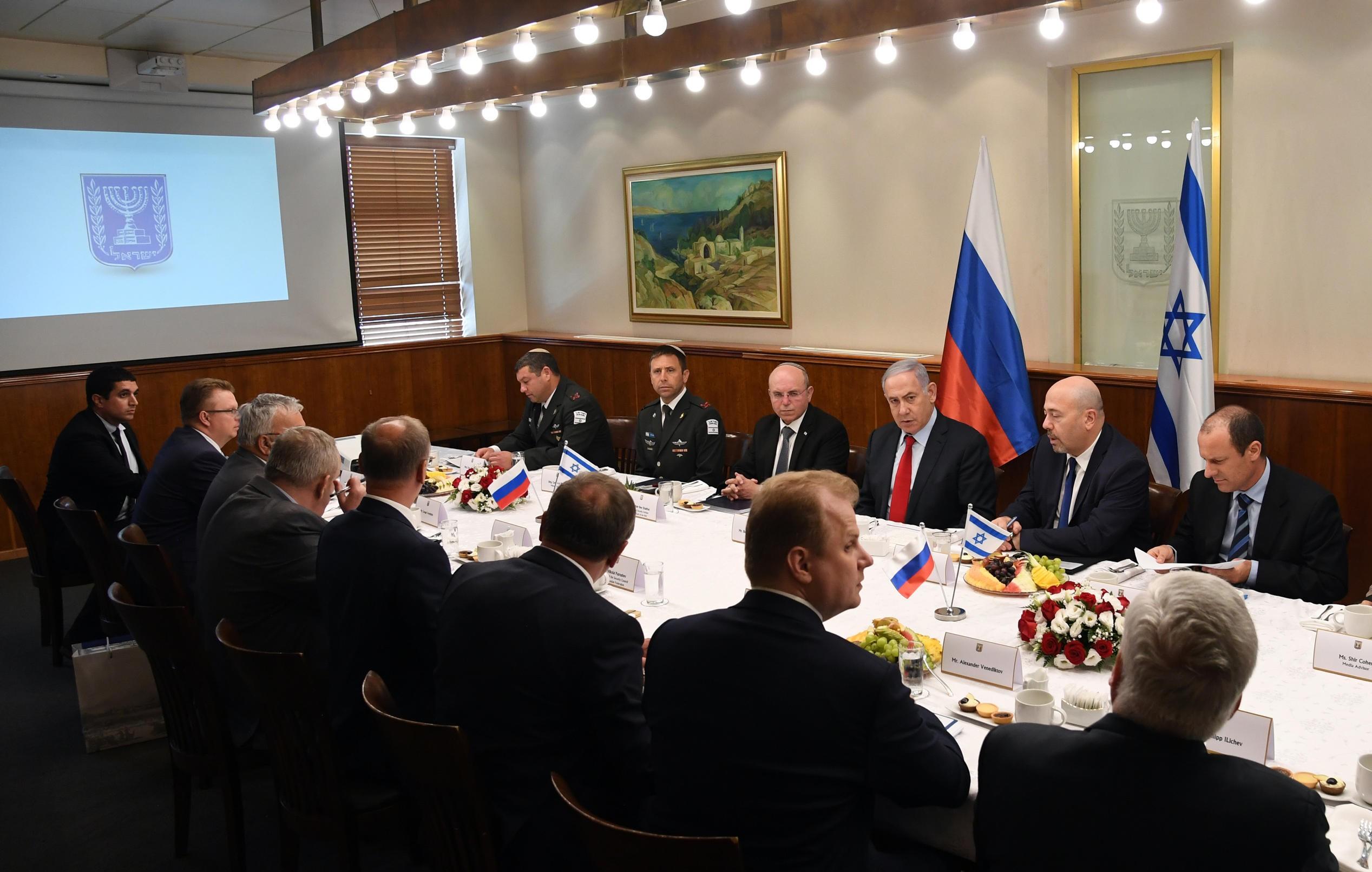 פגישה בין ראש הממשלה וצוותו לפמליה הרוסית בראשות היועץ לביטחון לאומי