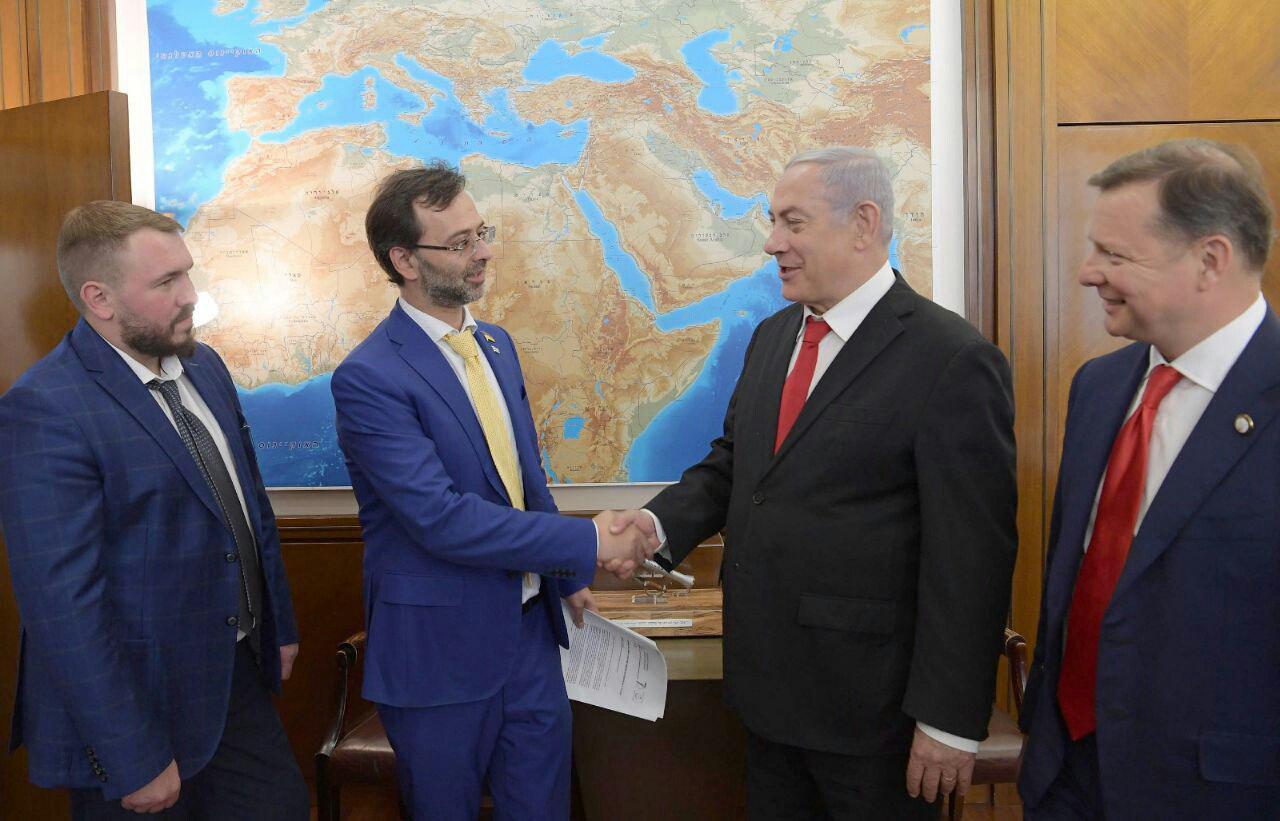 ראש הממשלה עם חברי המשלחת בלשכתו