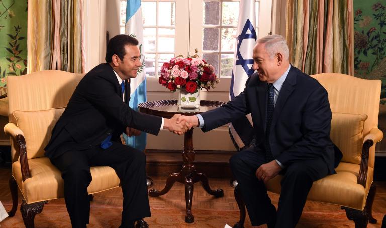 ראש הממשלה בפגישתו עם נשיא גוואטמלה היוצא שהעביר את השגרירות לבירה
