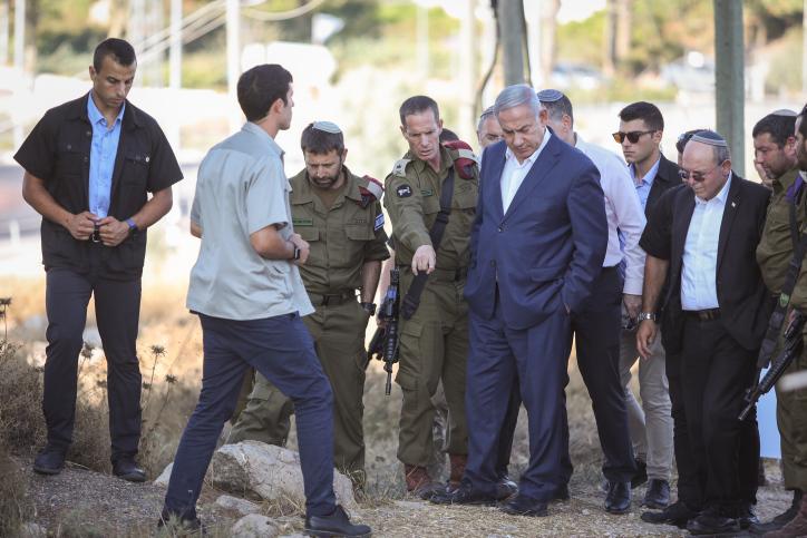 ראש הממשלה בזירת הפיגוע