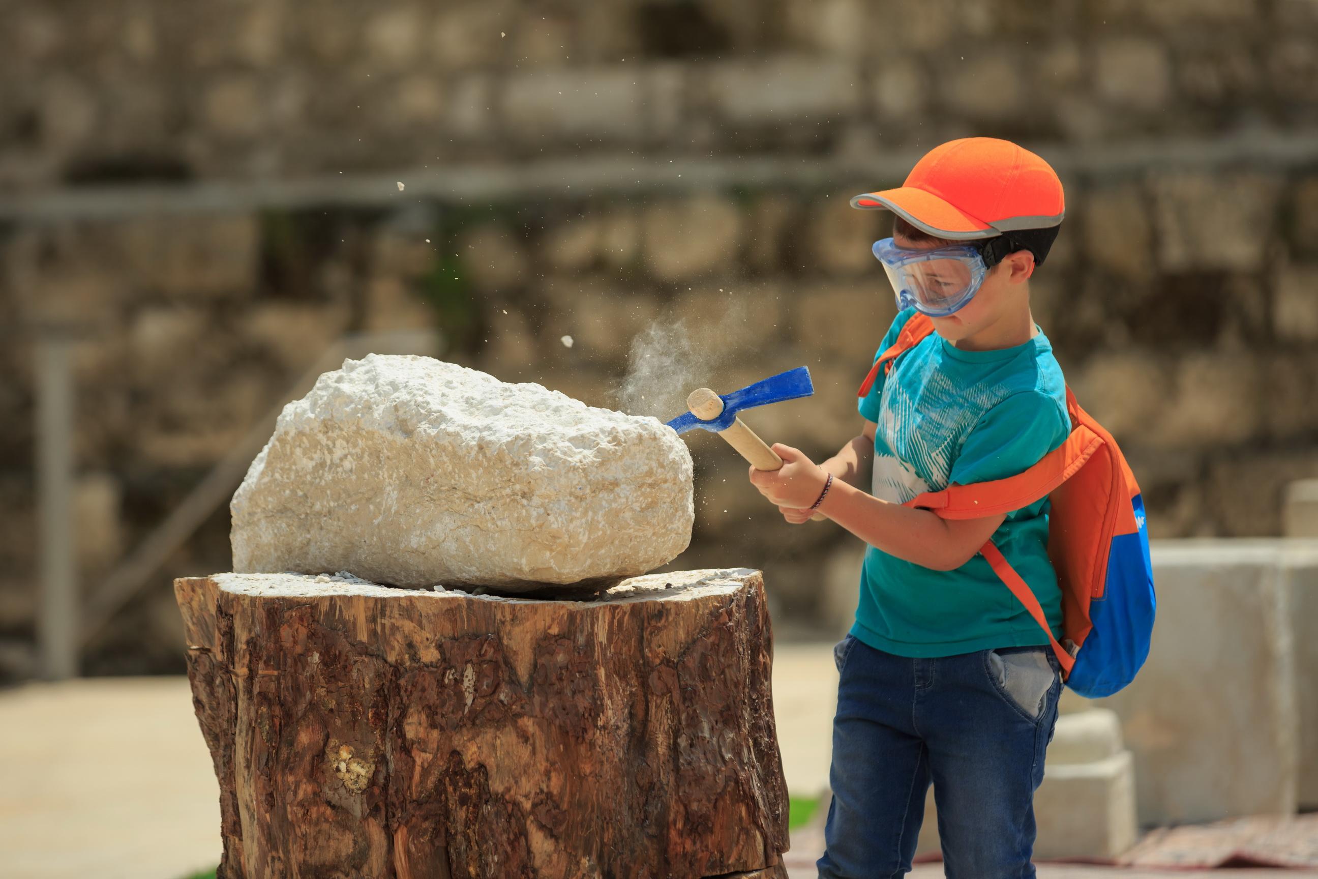 איך סיתתו אבנים- צילום אליהו ינאי