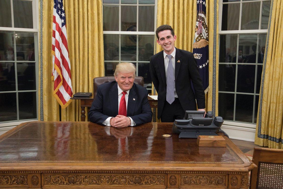 ברקוביץ' עם הנשיא טראמפ בחדר הסגלגל