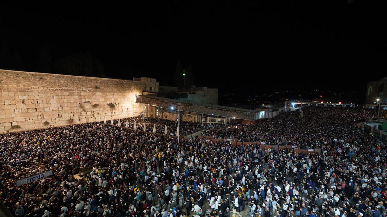 עשרות האלפים בסליחות בכותל אמש