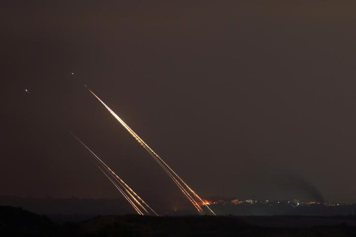 ירי רקטות לעבר ישראל. (ארכיון)