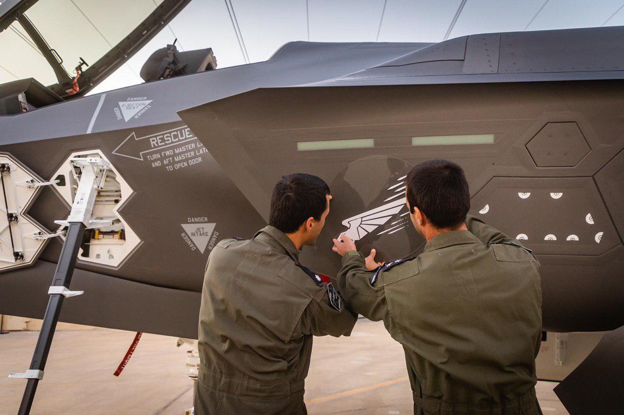 המטוסים מתקבלים בבסיס