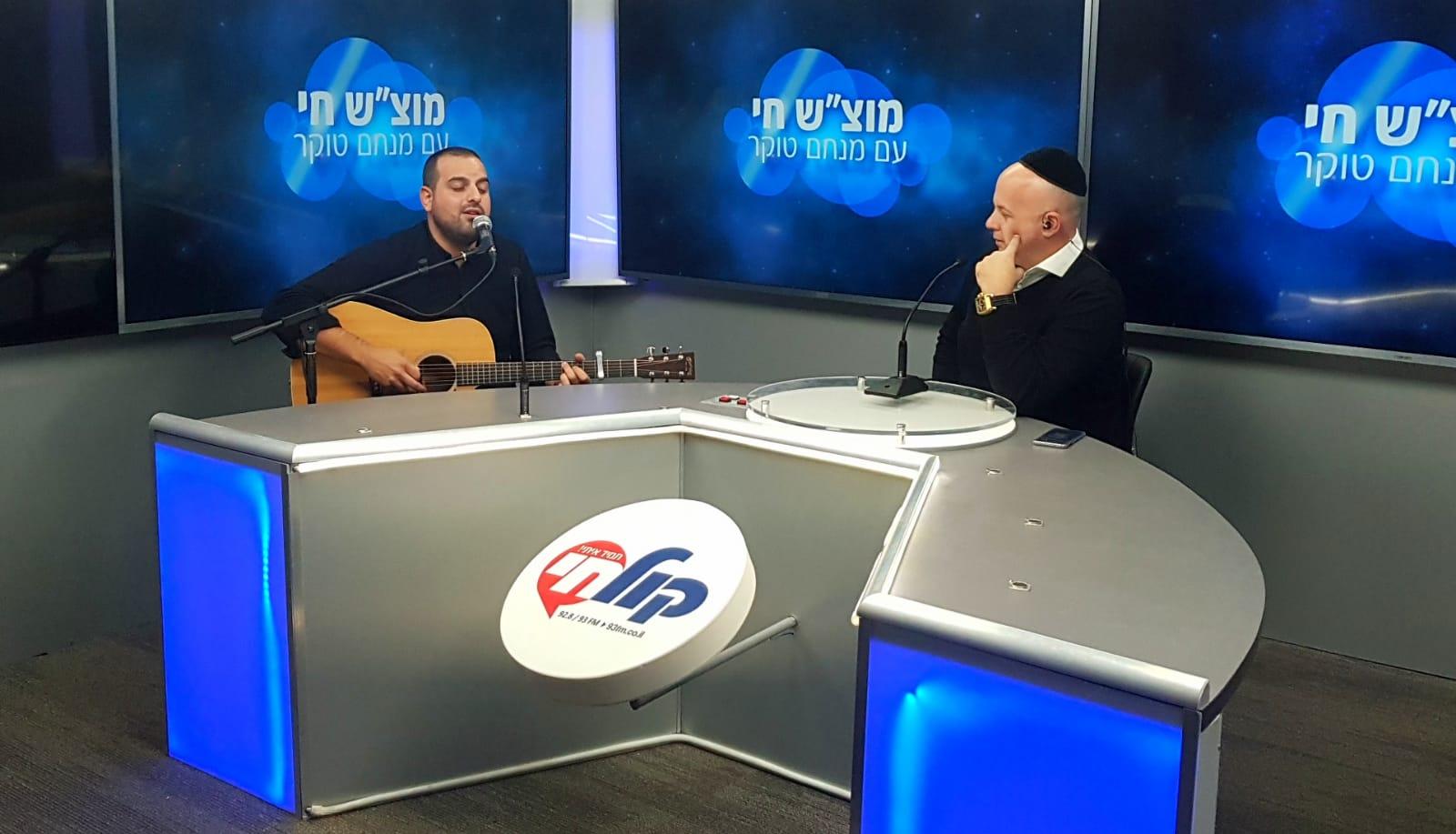 עקיבא תורג'מן אצל מנחם טוקר צילום דוד קליגר