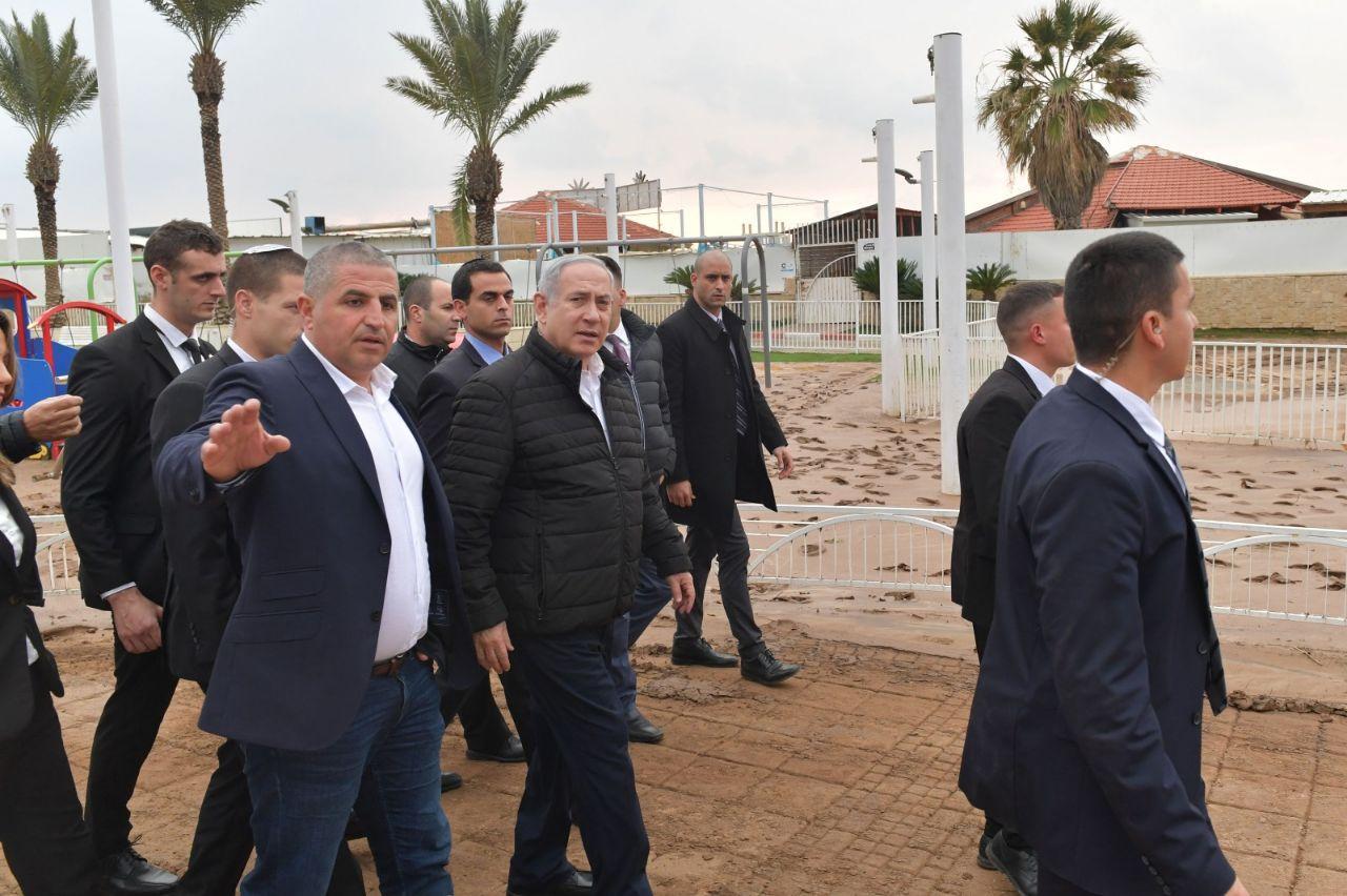 ראש הממשלה והפמליה בנהריה