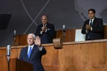 סגן הנשיא מייק פנס