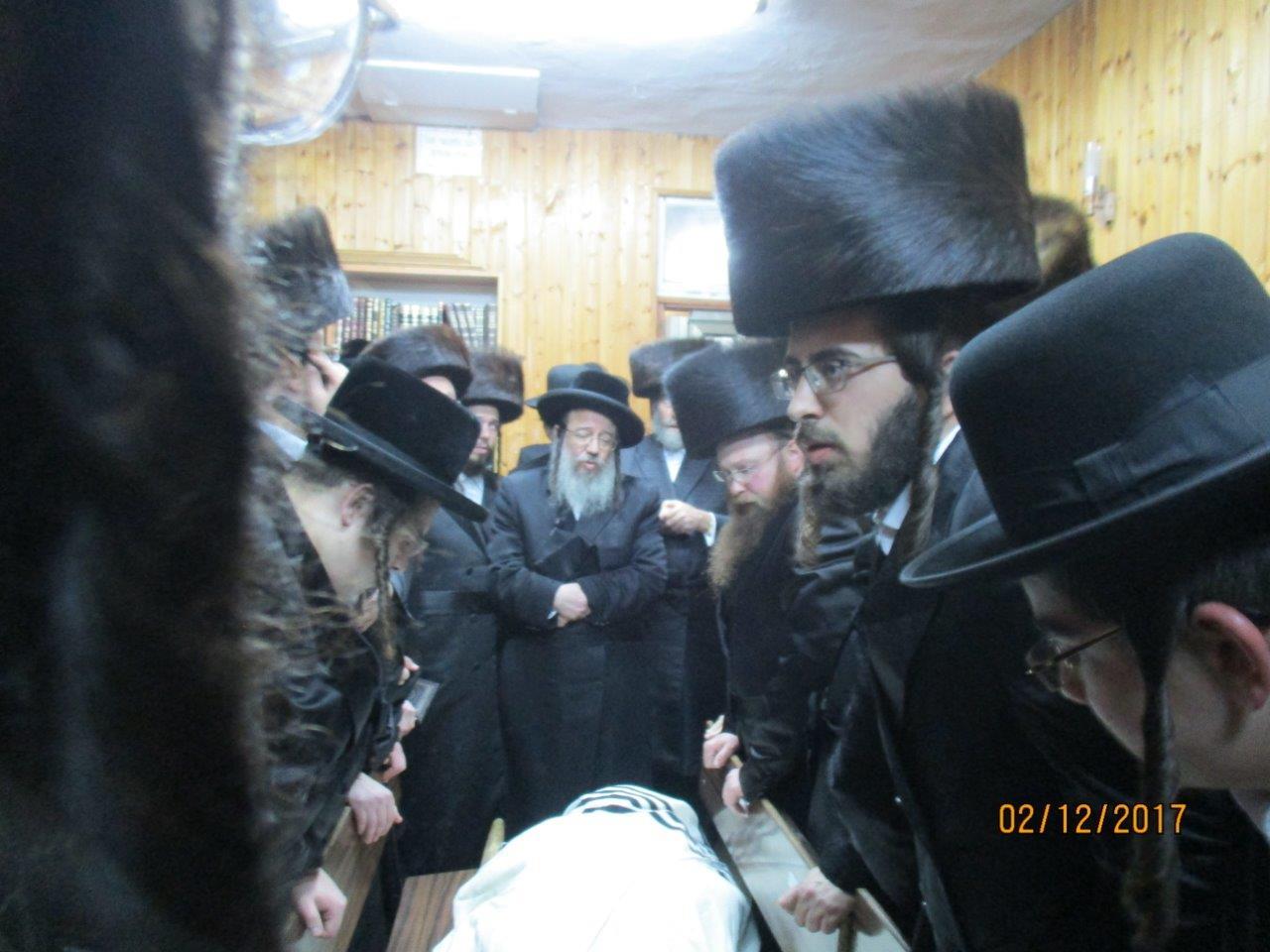 הלווית הרב יצחק גודלמן זצל מזוויעהל 02