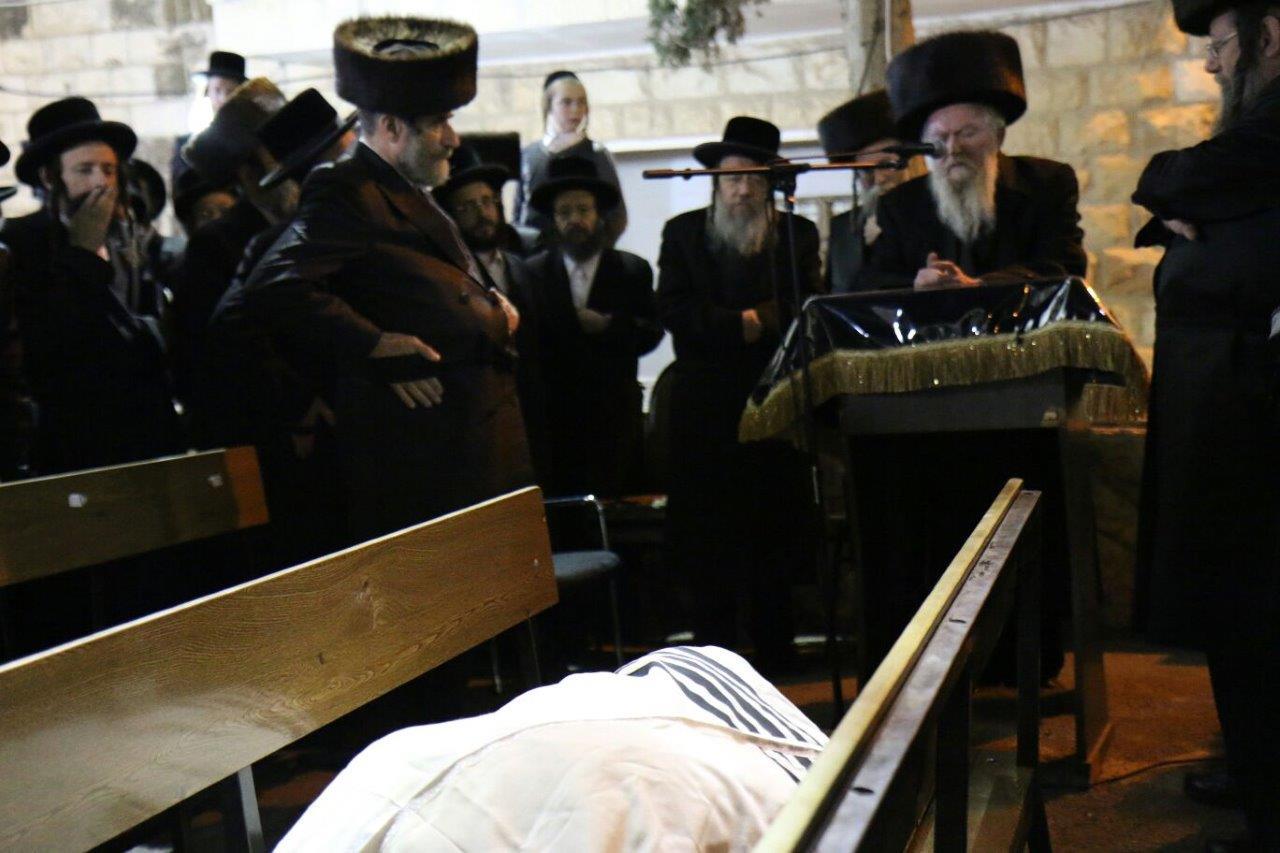 הלווית הרב יצחק גודלמן זצל מזוויעהל 05