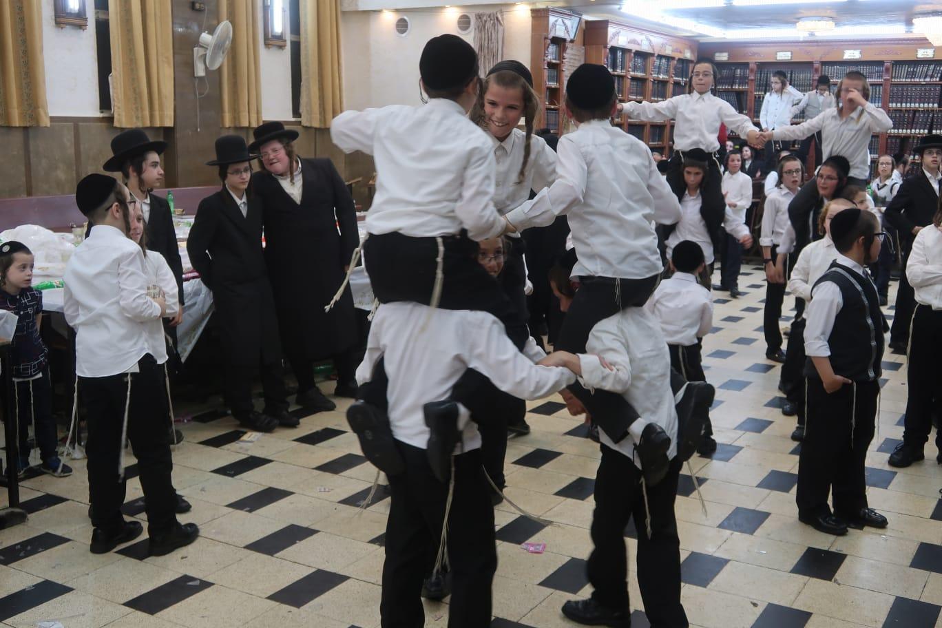 חלוקת פרסים ברסלב ילדים צילום משה מרקוביץ (15)